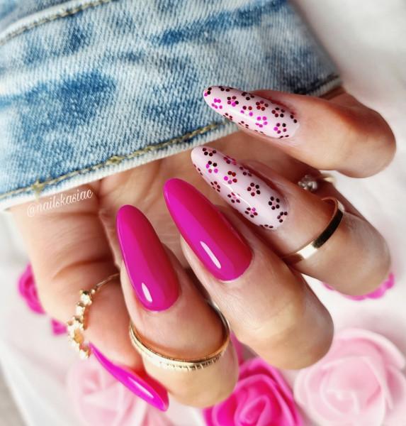 Paznokcie Fuksjowe kwiaty na paznokciach
