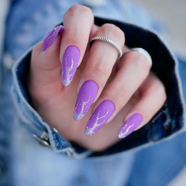 Paznokcie Lovender i brokatowe płomienie, fioletowe paznokcie