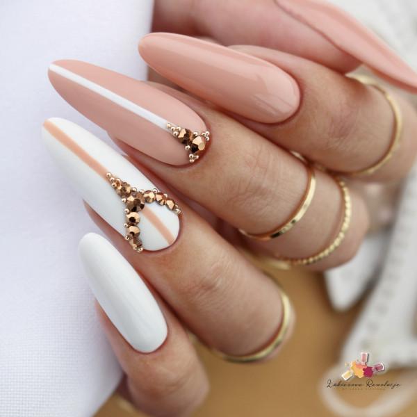 Paznokcie Elagancja w odcieniach nude - eleganckie paznokcie