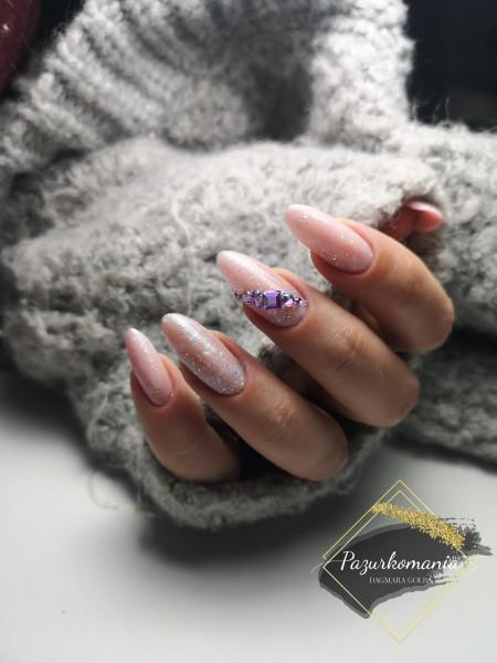 Paznokcie Natural z błyskotkami ✨