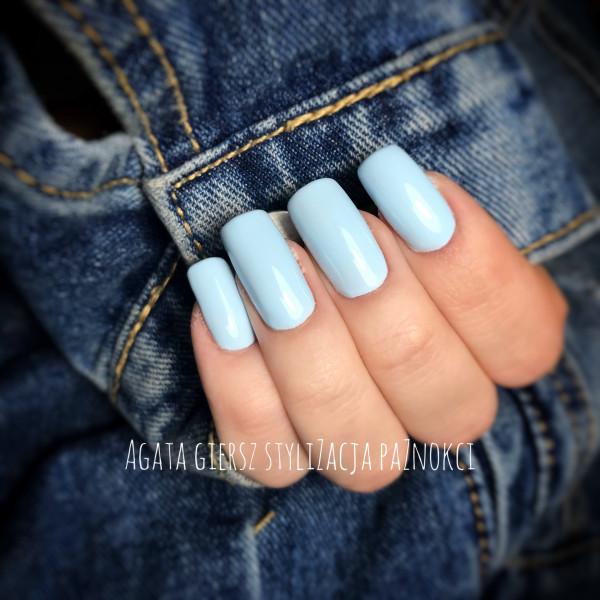 Paznokcie Baby blue