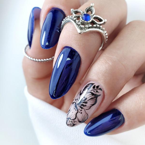 Paznokcie Granatowe paznokcie z brokatem
