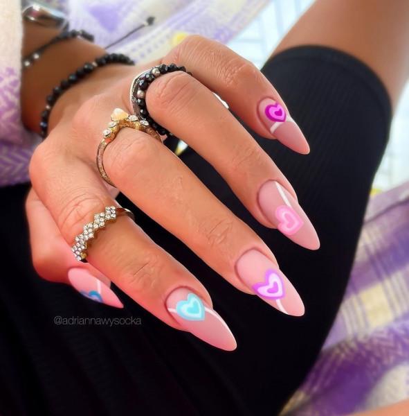 Paznokcie Naturalne paznokcie i pastelowe serduszka