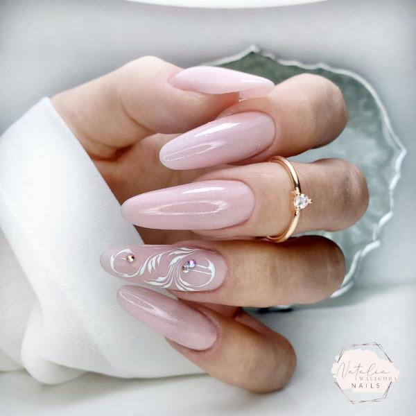 Delikatne paznokcie z ornamentami