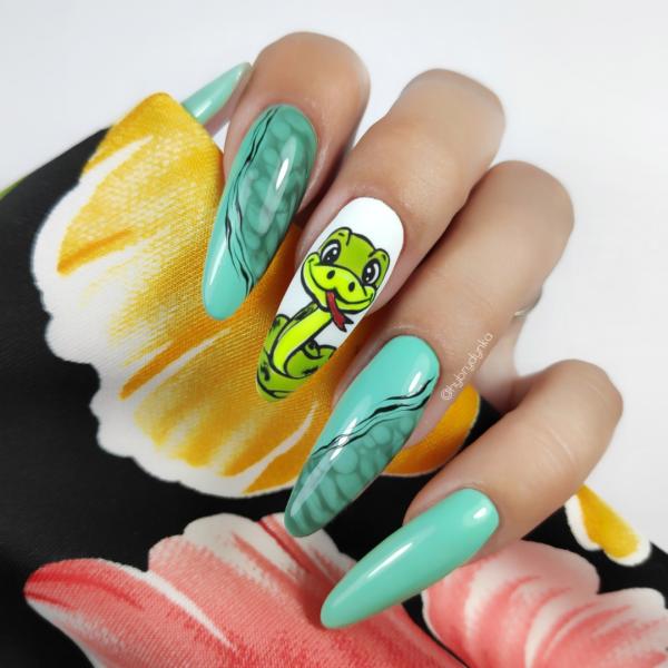 Paznokcie Wąż na paznokciach 🐍