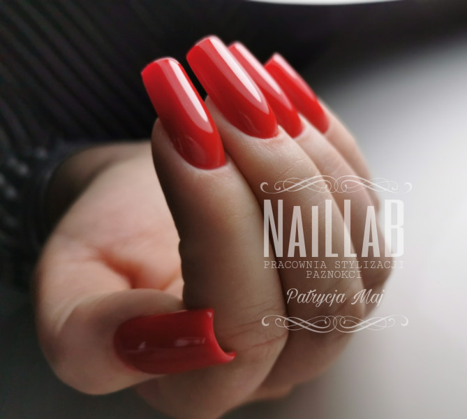 Paznokcie Klasyka czerwone paznokcie