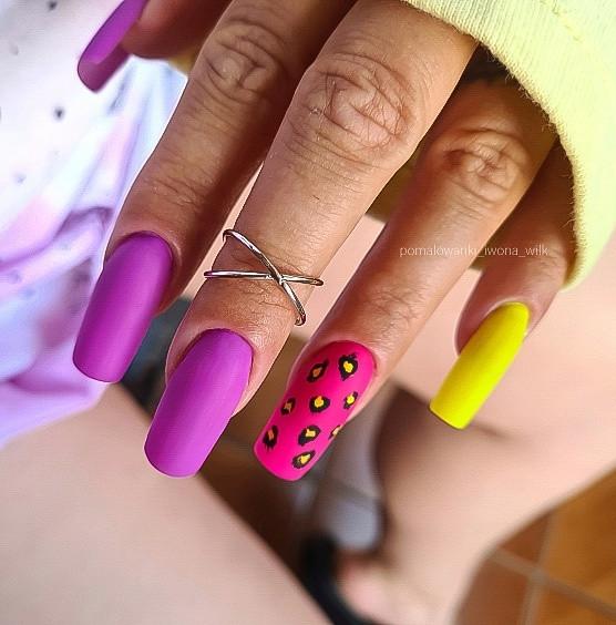 Paznokcie Panterka na paznokciach
