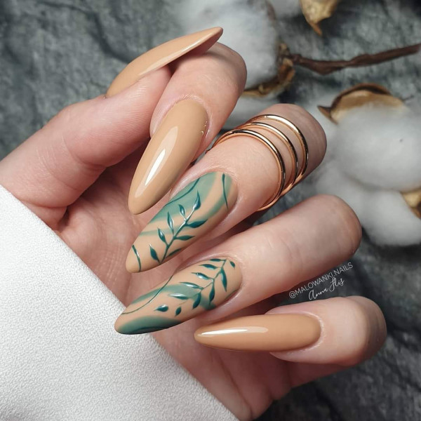 Paznokcie Beżowe paznokcie liście