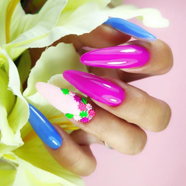 Paznokcie Kwiatki 3D na paznokciach