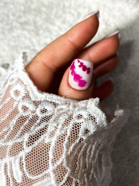 Paznokcie Delikatne przedłużenie białym żelem💕