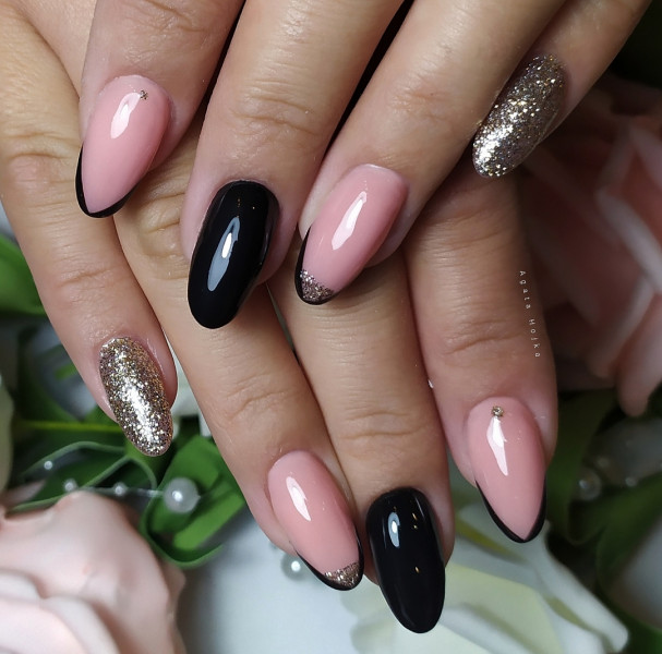 Paznokcie Czarne paznokcie z frenchem