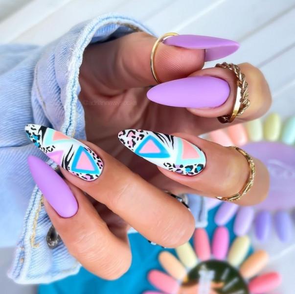 Paznokcie Fioletowe paznokcie z panterką