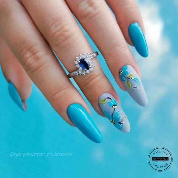 Paznokcie Błękitne kwiatki na paznokciach