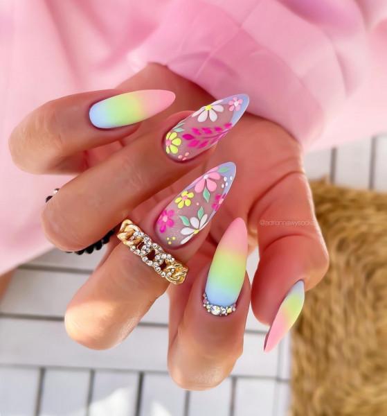 Paznokcie Ombre i kwiatki na paznokciach