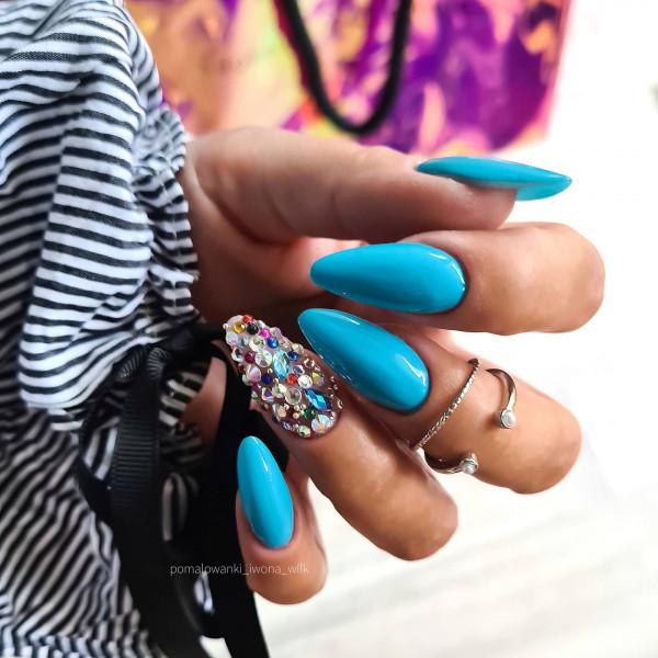 Paznokcie Z pazurem - niebieskie paznokcie z cyrkoniami
