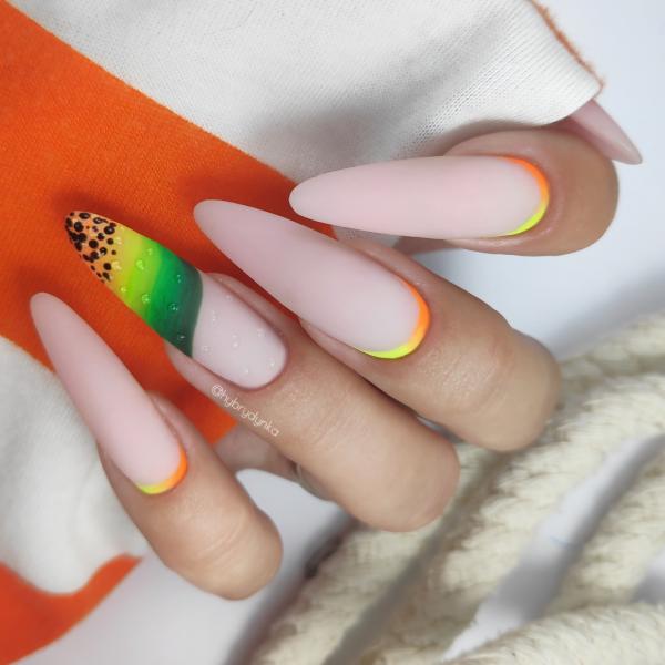 Paznokcie Papaya
