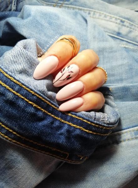Paznokcie Delikatnie kremowe