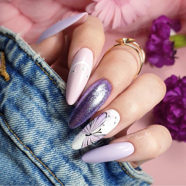 Paznokcie Pastelowe fioletowe paznokcie pudrowy róż motylek