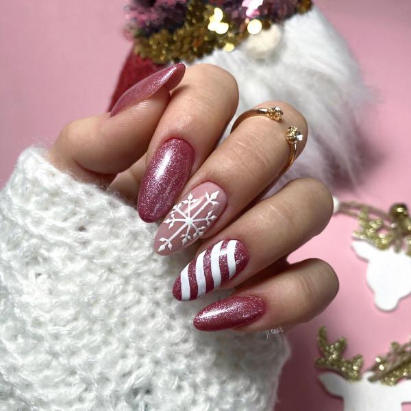 Paznokcie Świąteczne różowe mani