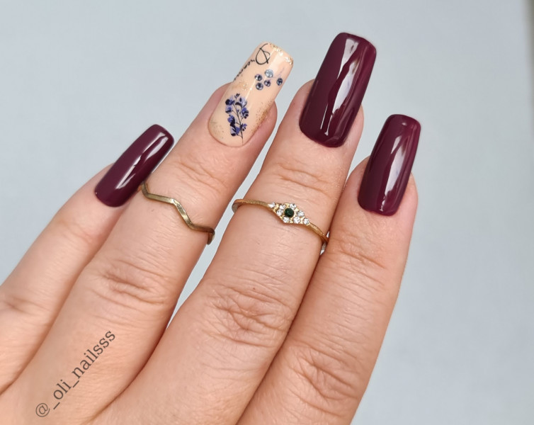 Bordowe paznokcie