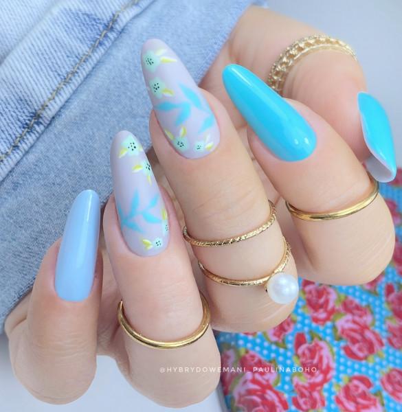 Paznokcie Błękitne pastele - kwiaty