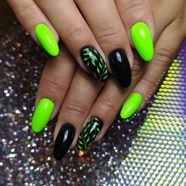 Paznokcie Czarne paznokcie z neonem