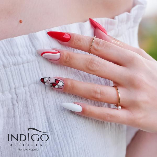 Dzień flagi- czerwone paznokcie