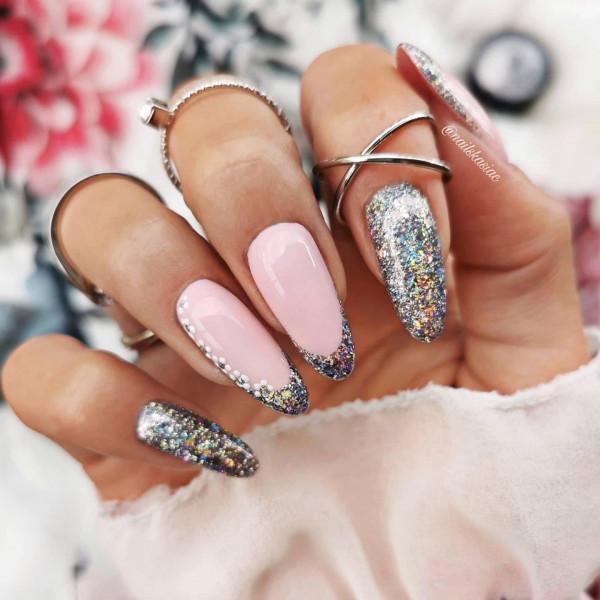 Paznokcie French glitter