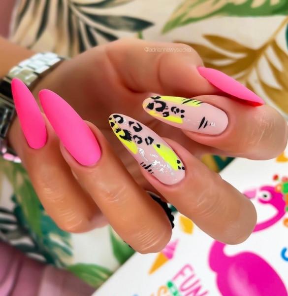 Paznokcie Różowe neony na paznokciach