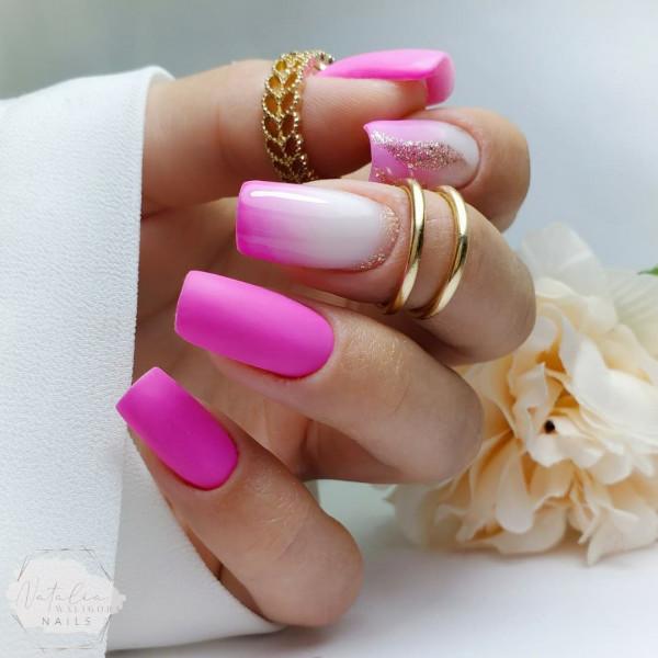 Paznokcie Neonowe rozowe paznokcie