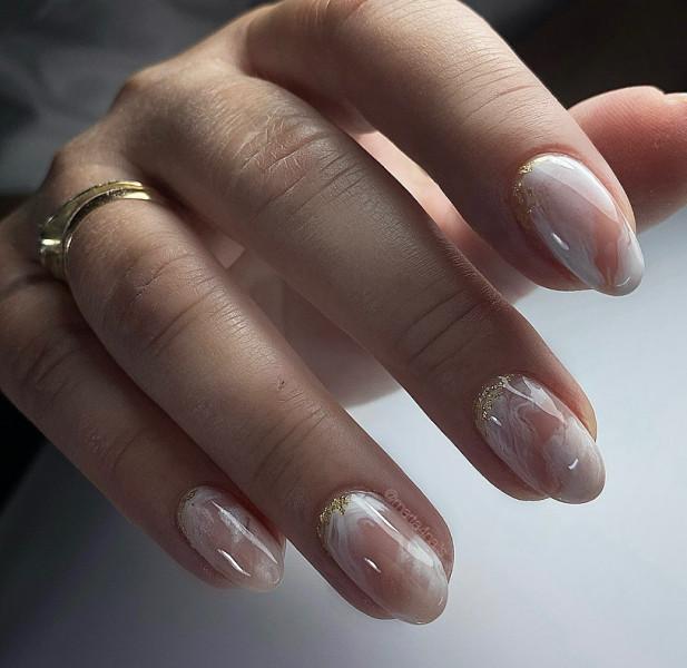 Paznokcie Białe paznokcie ze złotym