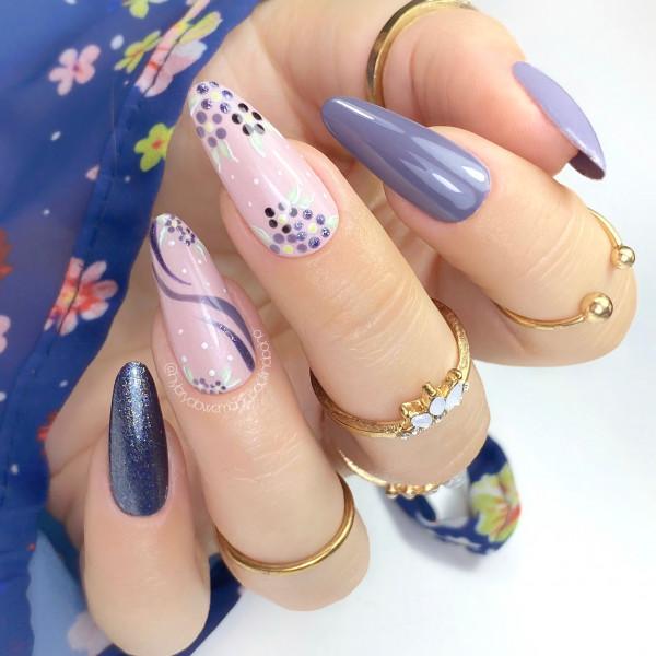 Paznokcie Jesienne kwiatki na paznokciach