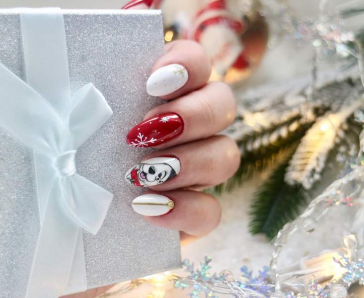 Paznokcie Świąteczny dalmatyńczyk