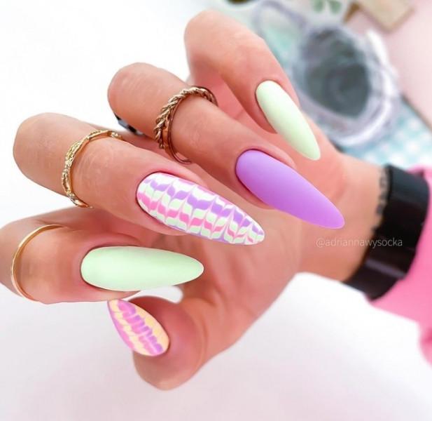 Miętowy fioletowe paznokcie