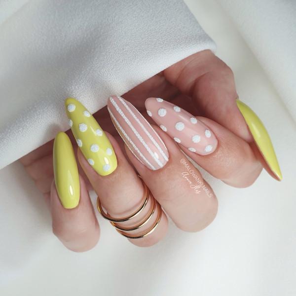 Paznokcie Wiosenne wielkanocne paznokcie pastelowe żółte kropki paski