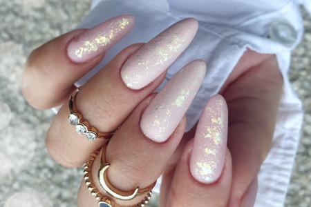Inspiracje na paznokcie migdałki